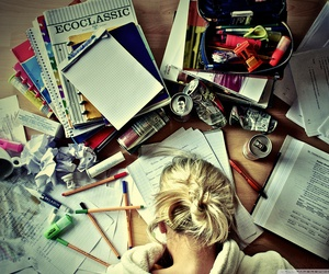 girl studying 4d642ae5ee45f899aed3463f34da25b3